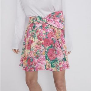 Zara floral print mini skirt NWT small